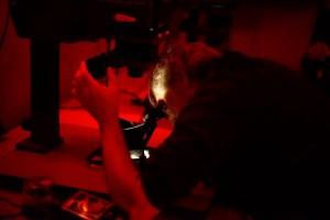 Rubén Morales ampliadora fotógrafo taller fotografía blanco y negro laboratorio