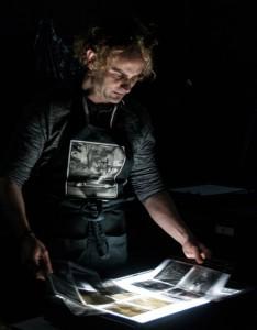 Rubén Morales laboratorio blanco y negro taller mesa de luz negatoscopio