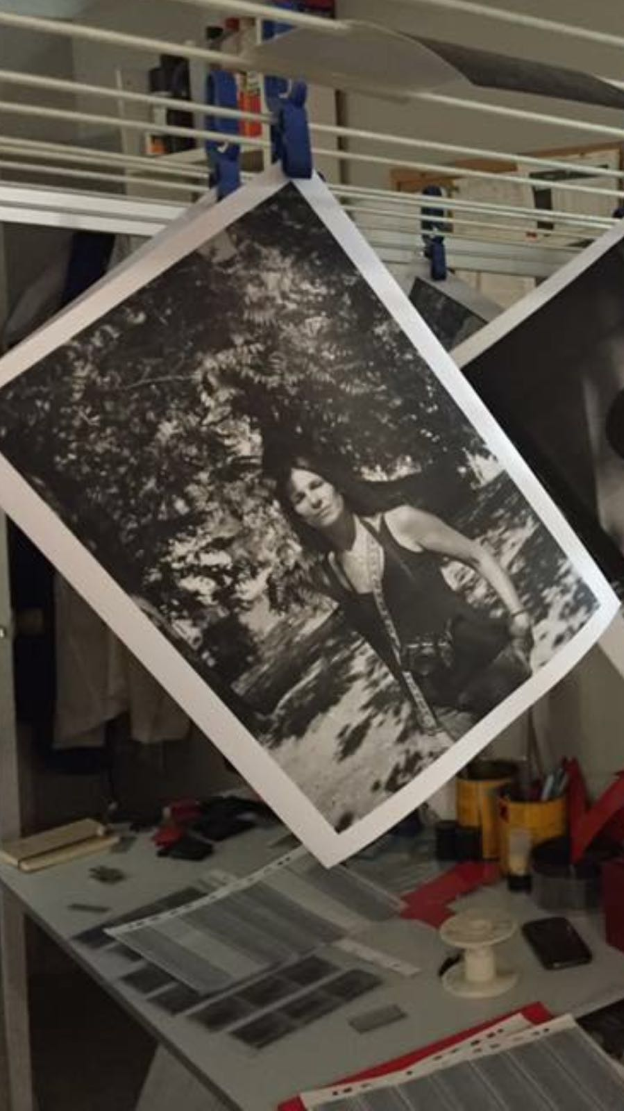Taller retrato+positivado Talleres de fotografia analogica Rubén Morales Estela de Castro Laboratorio fotografico